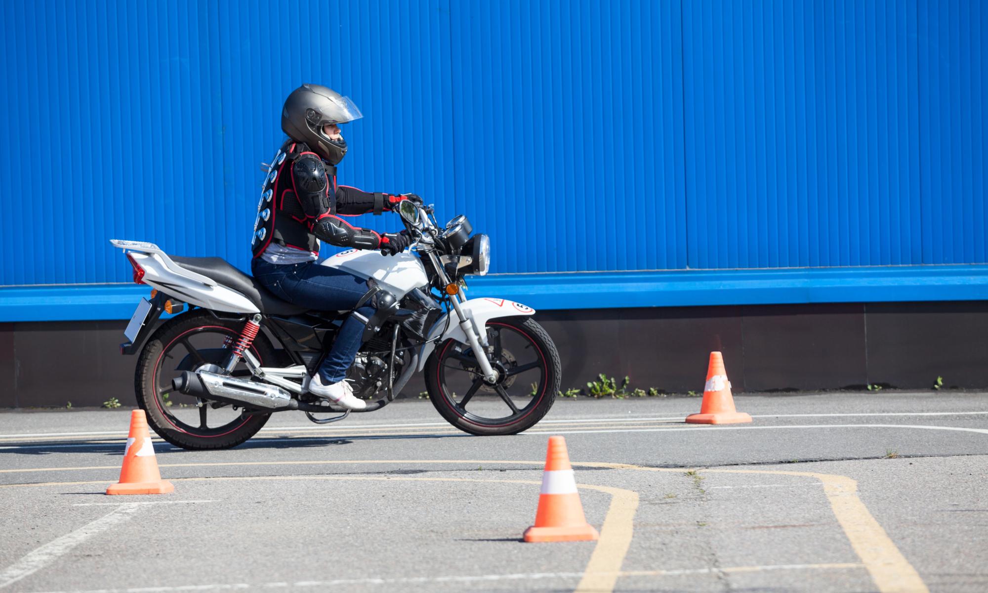 Moto école, permis moto - Auto-Moto École des Ormeaux, Petit-Lancy, Genève